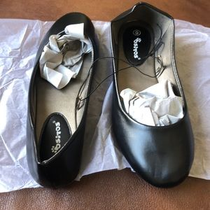 Shoes - Ositos Size 6 Black Flats